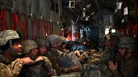 Kariuomenė beveik kaip Afganistane: prie JAV-Meksikos sienos gali būti dislokuoti 15 tūkst. karių