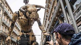 Prancūzijos gatvėse lyg gyvi vaikščiojantys milžiniški monstrai nepaliko abejingų