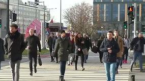Lenkija bando valytis: Varšuvoje šaligatvis išklotas orą gryninančiu betonu