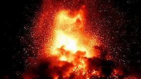 Bijodami pasikartosiančios Fuego ugnikalnio katastrofos tūkstančiai žmonių vėl buvo priversti evakuotis