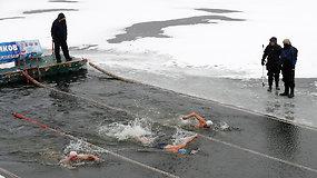 """Ledinis vanduo ir šaltis neatbaidė savo jėgas norinčių išbandyti """"jūros vėplių"""""""