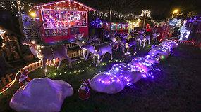 Belgas savo namų kieme įkūrė magiškus Kalėdų Senelio namus, pritrauksiančius tūkstančius lankytojų
