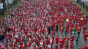 Masiškiausias Kalėdų Senelių bėgimas: gatvę užtvindė tūkstančiai raudonkepurių