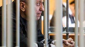 Kruviniausiu Rusijos serijiniu žudiku tapęs buvęs policininkas nuteistas už dar 56 žmogžudystes