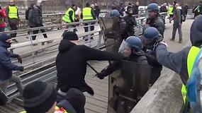 Buvęs boksininkas nesulaikė kumščių – per susirėmimą Paryžiuje užpuolė policininkus