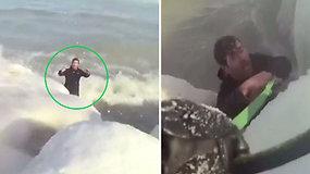 Nuo mirties užšalusiame ežere vyrą skyrė vos kelios minutės – išgelbėjo į gyvą grandinę sustoję pareigūnai