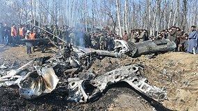 Įtampa kaista: Pakistanas paskelbė numušęs du Indijos karo lėktuvus