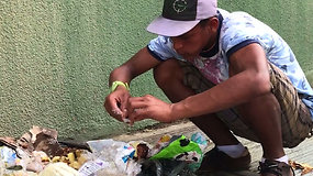 Skaudi realybė: iš didelės nevilties venesueliečiai maisto ieško šiukšlėse