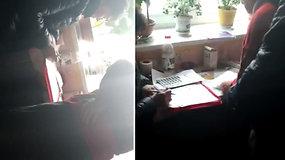 Slaptai nufilmuota, kaip rinkėjams galimai nurodoma, už ką balsuoti