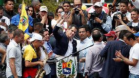 Į Venesuelą saugiai sugrįžusį Juano Guaido tūkstančiai žmonių sutiko kaip didvyrį