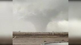 Naujosios Meksikos gyventojai nufilmavo šėlstantį tornadą
