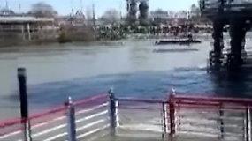 Irake Tigro upėje nuskendus keltui aukų skaičius perkopė 100