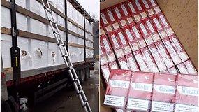 Netoli Panevėžio sulaikyta be jokios maskuotės gabenta  2 mln. eur. vertės cigarečių kontrabanda