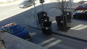 Atliekų konteineriai šalia Lukiškių a. patys keičia stovėjimo vietą