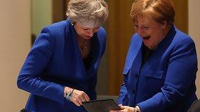 Kas privertė jas kvatotis? A.Merkel, prajuokinusi T.May, prasklaidė įtampą