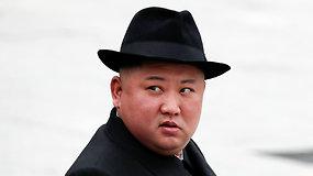 Šiaurės Korėjos lyderis Kim Jong Unas privertė jo laukti 2 val. – vėlavo į vainiko padėjimo ceremoniją