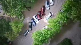 Šiaulius skandino liūtis: automobilius vietomis vanduo sėmė iki pusės
