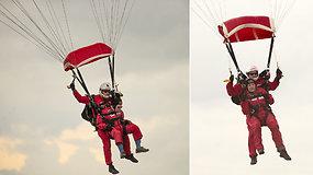 Einantys 100-uosius metus karo veteranai nustebino žiūrovus – iššokę su parašiutu pakartojo 75 m. istoriją