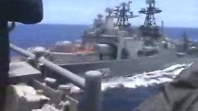 Paviešinta grėsminga akimirka: vos nesusidūrė JAV ir Rusijos karo laivai – šalys svaidosi kaltinimais