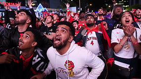 """""""Toronto Raptors"""" gerbėjai švenčia istorinį triumfą: Kanados ekipa pirmą kartą tapo NBA čempionais"""