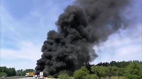 Didžiulė avarija greitkelyje Vilnius–Ukmergė: po 2 vilkikų susidūrimo kilo gaisras