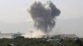Afganistano sostinėje talibai susprogdino galingą bombą – sužeisti mažiausiai 65 žmonės