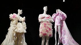 """Paryžiaus aukštosios mados savaitė: """"Giambattista Valli"""" kolekciją pristatė kaip parodą"""