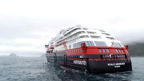 Pirmasis pasaulyje akumuliatoriais varomas kruizinis laivas pradėjo kelionę į Arktį