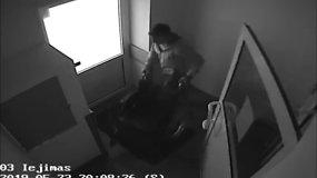 Nufilmuota, kaip vaikinas iš Tauragės ligoninės nuvaro neįgaliojo vežimėlį