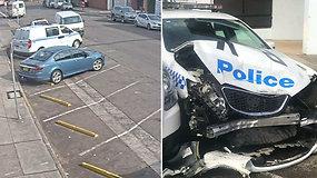Pareigūnų automobilį suknežinęs nerangus vairuotojas pasprukti bandė ne be reikalo