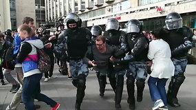 Prancūzija smerkia perteklinį jėgos panaudojimą per protestą Maskvoje – policija areštavo per 800 žmonių