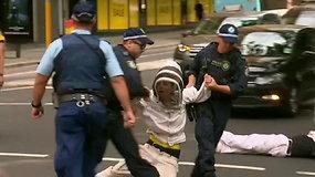 Klimato aktyvistai Australijos miestuose blokavo gatves ir rengė demonstracijas