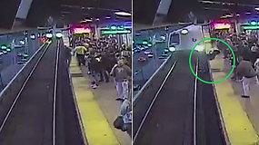 Darbuotojas bijojo, kad traukinys vyrą perpjaus perpus – didvyriškas jo poelgis išgelbėjo nuo baisios nelaimės