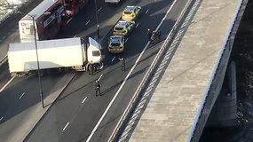 Teroristinis išpuolis prie Londono tilto: peiliu švaistęsis užpuolikas nušautas, du žmonės žuvo