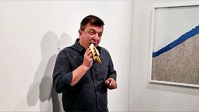 Vyro akibrokštas sukrėtė lankytojus: alkanas menininkas suvalgė 120 tūkst. USD vertės bananą