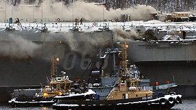 Rusijos lėktuvnešyje kilo gaisras – žuvo jūreivis, dar vieno ieškoma