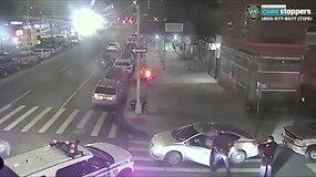 Nufilmuota, kaip policija sulaiko išpuolio Niujorko rabino namuose įtariamąjį