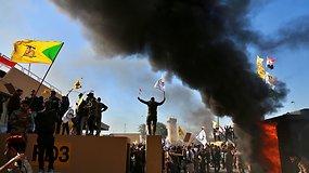 Bagdade protestuotojai šturmuoja JAV ambasadą – tai pirmasis kartas per daugelį metų