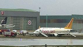 Stambulo oro uoste keleivinis lėktuvas nuslydo nuo nusileidimo tako – teko sustabdyti visus skrydžius