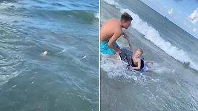 Berniukui pasiplaukiojimas vos nevirto košmaru – apsaugojo greita poilsiaujančio pareigūno reakcija