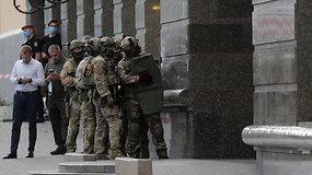 """Kijevo verslo centre """"teroristas"""" grasino susprogdinti bombą: policijos specialiosios pajėgos jį areštavo"""