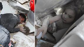 Nufilmuota dramatiška akimirka po pražūtingo žemės drebėjimo: išgelbėta 91 val. po griuvėsiais išbuvusi mažametė