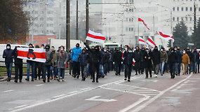 Baltarusijoje tūkstančiai žmonių išėjo į gatves – sulaikyta mažiausiai 300 protesto akcijų dalyvių