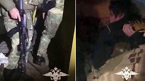 Nufilmuota, kaip Rusijos specialiosios saugumo pajėgos iš įtariamo pedofilo išgelbėjo dingusį 7 m. berniuką