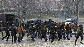 Baltarusijos protestuotojai į gatves išėjo pasitelkę naują taktiką – sulaikyta per 400 žmonių