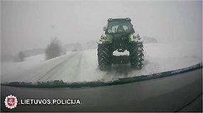 Trakų rajono policijai įkliuvo sniegą traktoriumi valęs neblaivus vairuotojas