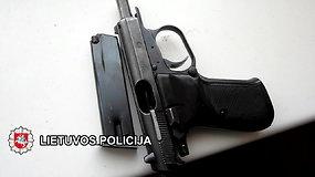 Sulaikytas asmuo galimai neteisėtai disponavęs dideliu kiekiu šaunamųjų ginklų ir šaudmenų
