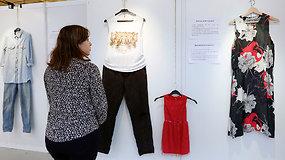 Seksualinės prievartos aukų drabužiai tapo sukrečiančios parodos eksponatais