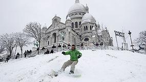 Žiema Paryžiuje: vietoje Eifelio bokšto – slidėmis nuo Monmartro