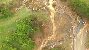 Ciklonas nusiaubė Naująją Zelandiją: milžiniška nuošliauža įkalino 5 tūkst. žmonių